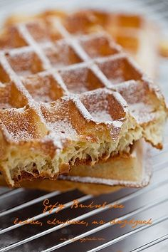 Gofry belgijskie (brukselskie) | mojewypieki.com Delicious Desserts, Dessert Recipes, Yummy Food, Polish Desserts, Pancakes And Bacon, Healthy Breakfast Smoothies, No Cook Meals, Love Food, Food Porn