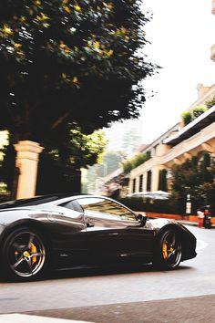 Įspūdinga nuotrauka ir automobilis