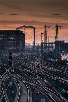 Foto der Woche 2016 / KW 1 - HamburgerKunst.com bietet allerlei interessante Beiträge zu Themen rund um #Kunst und #Fotografie. #Hamburger #Hauptbahnhof #Skyline