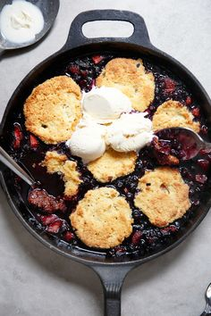 Easy Gluten-Free Berry Cobbler #summer #dessert #glutenfree #paleo #cleaneating