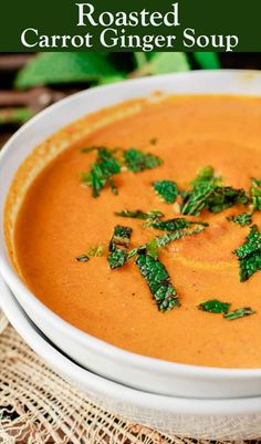 Roasted Carrot Soup, Carrot Ginger Soup, Roasted Carrots, Carrot Soup Easy, Roasted Garlic, Vegetarian Soup, Vegetarian Recipes, Healthy Recipes, Weeknight Recipes