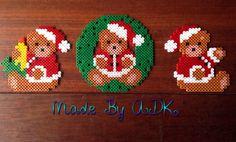 Kerstberen gemaakt van strijkkralen. Gemaakt door ADK Perler Bead Designs, Perler Bead Art, Christmas Perler Beads, Diy Christmas Ornaments, Christmas Decorations, Fuse Beads, Pearler Beads, Hama Beads Patterns, Beading Patterns