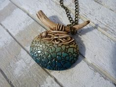 Organic shapes with this polymer clay necklace. I love the color here. By Mar mar (itxaso7) inspiration Sylvie Peraud