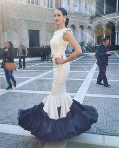 Instagram Folk Fashion, Fashion Show, Autumn Fashion, Short Dresses, Formal Dresses, Wedding Dresses, Flowing Dresses, Floor Length Gown, Mermaid Gown