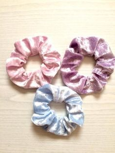 A 2 Pack Of Blue Soft Touch Fluffy Donut Hair Scrunchie//Bobble