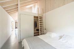 fenêtres panoramiques armoire blanche chambre à coucher