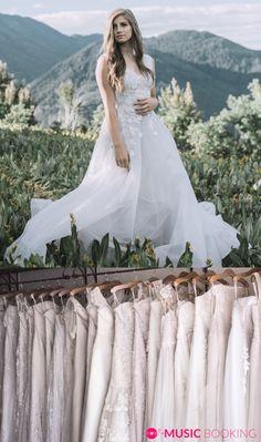 Wunderschöne #Hochzeitskleider! Für die perfekte #Hochzeit, vergiss nicht deine passende #Band zu buchen! Jetzt mit nur wenigen Klicks bei #musicbooking Perfect Wedding, Musik, Nice Asses