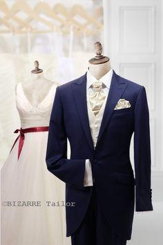 Modrý svadobný žaket s krémovou vestou