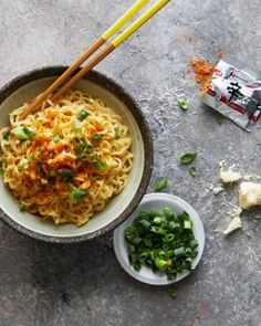 Thai Lime & Garlic Steamed Fish - Marion's Kitchen Pork Noodles, Drunken Noodles, Spicy Sauce, Fish Sauce, Fried Chicken Wings, Roast Chicken, Asian Recipes, Thai Recipes, Candy Recipes
