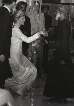 November 12, 1986: Prince Charles next to Princess Diana as she curtsies to Sultan Qaboos of Oman after an informal dinner at Bait al Baraka in Oman. REUTERS/Nick Didlick