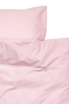 Duvet set in washed cotton: Duvet cover set in fine-threaded cotton in 30s yarn with a thread count of 144. One pillowcase. The fabric has been washed to give it an extra-soft, silky feel.