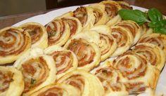 Pizza šneci jsou známí, ale co říkáte na listové šneky plněné tuňákem? Specifická chuť a neodolatelná vůně při pečení!