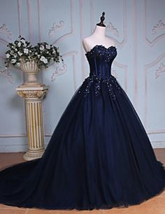 Formal Evening Dress Ball Gown Sweetheart Chapel Train Lace / Tulle with Beading / Crystal Detailing / Embroidery / Lace / Sequins