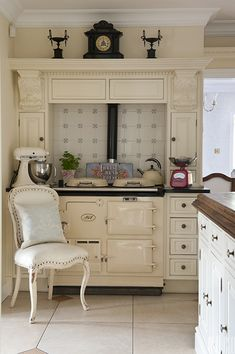 Range Cookers - Easy Suggestions To Remember With Regards To Cooking Kitchen Mantle, Aga Kitchen, Kitchen Redo, Kitchen Design, Kitchen Ideas, Cozy Kitchen, English Country Kitchens, French Kitchens, Range Cooker