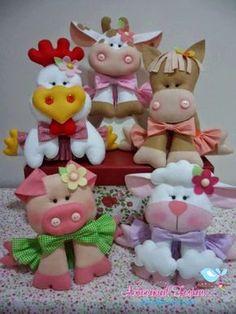 Farm animals in felt. Felt Crafts, Fabric Crafts, Sewing Crafts, Sewing Projects, Craft Projects, Felt Patterns, Stuffed Toys Patterns, Plushie Patterns, Animal Patterns