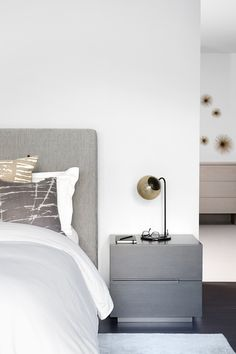 住宅 Richview Hotel Lobby, Create Space, Floating Nightstand, How Are You Feeling, Bedroom Interiors, Furniture, Chandelier, Decor Ideas, Design