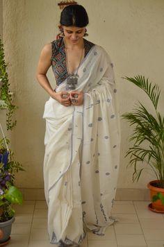 South Indian Bride Saree, Indian Sarees, Indian Dresses For Women, Cotton Saree Blouse Designs, Bridesmaid Saree, Saree Jewellery, Jamdani Saree, Saree Trends, Organza Saree