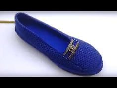 Booties of knit shoes model - YouTu . Knitted Booties, Knit Shoes, Crochet Shoes, Baby Knitting Patterns, Crochet Patterns, Crochet Videos, Loafers Men, Oxford Shoes, Dress Shoes