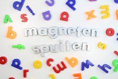 Magneetletters spuiten met zilveren spuitverf