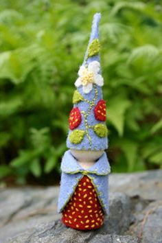 gnome in felt Wood Peg Dolls, Clothespin Dolls, Waldorf Crafts, Waldorf Toys, Felt Dolls, Rag Dolls, Crochet Dolls, Felt Fairy, Kegel