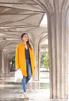 My outfit combines coats of Zara, shirts of the brand Zara, Zara's heels, and Uterqüe's bags Winter Coat Outfits, Winter Ootd, Beige Outfit, Yellow Coat, Mode Blog, Zara, Cardigan Outfits, Yellow Fashion, Mantel