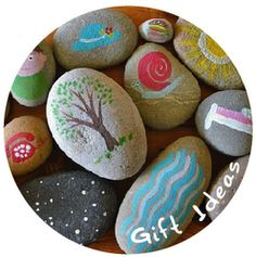 Story Stones ~would make for some VERY memorable winter evening bedtime stories with the kids. Each pick a rock and and add a twist to their Bish stories <3