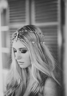 James Frost Photography, coiffure mariée, bride, mariage, wedding, hair, hairstyle, braid, updo, chignon, tresse, couronne fleurs, headband
