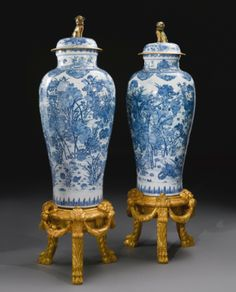 A PAIR OF BLUE AND WHITE 'SOLDIER' VASES QING DYNASTY, KANGXI PERIOD - Sotheby's