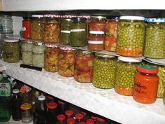 Zöldborsó üveges eltevése, már most gondolunk a téli napokra! – Befőttek, kompótok, savanyúság receptek Pickling Cucumbers, Ketchup, Pickles, Salsa, Mason Jars, Food, Eten, Pickle, Canning Jars