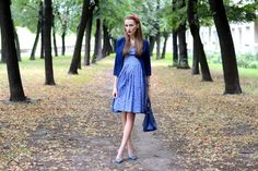 Pregnancy, blue dress, 8 months.