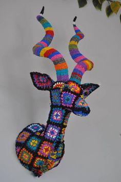 plarn crochet trophy head by crochet artist Magda van der Vloed Crochet Art, Crochet Granny, Crochet Animals, Crochet Toys, Crochet Patterns, Crochet Taxidermy, Faux Taxidermy, Guerilla Knitting, African Flowers