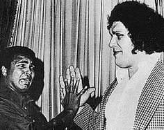 Muhammad Ali & Andre the Giant compare hand sizes 1976 http://ift.tt/2wfRwvY