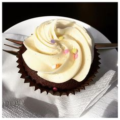 Cupcakes are that daily dose of 'happy' that you all deserve. But hey, ... we could be biased?