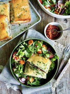 Vidars filopakker med kjøttdeig Tahini, Avocado Toast, Pesto, Breakfast, Recipes, Food, Morning Coffee, Essen, Eten