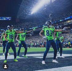 Seahawks Players, Seahawks Football, Football Players, Football Art, Seattle Mariners, Seattle Seahawks, Niners Girl, Tyler Lockett, Football Pictures
