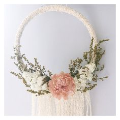 Boho dreamcatcher // floral dreamcatcher // door MeadowandMoss