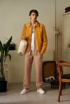 http://www.vogue.com/fashion-shows/spring-2018-menswear/bally/slideshow/collection