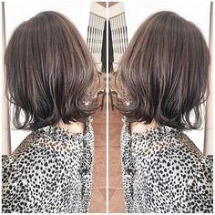 ウルフカット✂️ネオウルフ✂️大人ハイライト✨はInstagramを利用しています:「【くびれが可愛い外ハネボブ💜✖︎モノトーンカラー♥︎♡】 ・ いつも可愛いお洒落なお客様✨✨ ・ いつもいつも本当にありがとうございます🤗 ・ ブリーチしていないけど毎回赤味を抑えるカラーを重ねているから自然光でここまで透明感が出て見えます☀️ ・ 夜御来店されたお客様は次の日の昼間…」 Short Hair Styles, Hair Cuts, Hair Color, Bob, Dreadlocks, Hairstyle, Beauty, Instagram, Women