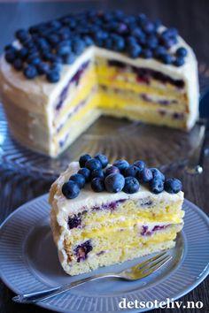 Blåbærkake med ostekrem og sitronfyll | Det søte liv Frisk, Lemon Curd, Nom Nom, Cereal, Cheesecake, Baking, Breakfast, Desserts, Cakes