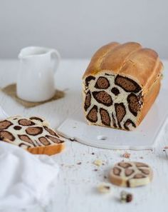 """Tutti pazzi per il """"Leopard Bread''! E ci credo... Guardate che spettacolo! Ecco come fare il pane al latte leopardato che, da quanto è bello, ti dispiacerà mangiare (poi lo farai comunque perché è divino)"""