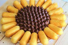 Sunflower Twinkie Cake - My Recipe Treasures Sunflower Cupcakes, Sunflower Party, Sunflower Baby Showers, Sunflower Cake Ideas, Sunflower Birthday Parties, Twinkie Cake, How To Make Cake, Sweet 16, Cupcake Cakes