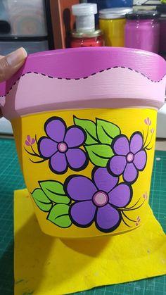 Cement Flower Pots, Small Flower Pots, Flower Pot Art, Flower Pot Design, Painted Plant Pots, Painted Flower Pots, House Plants Decor, Plant Decor, Vasos Vintage