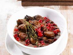 Glasierte Esskastanien mit Moosbeeren ist ein Rezept mit frischen Zutaten aus der Kategorie Kräuter. Probieren Sie dieses und weitere Rezepte von EAT SMARTER!