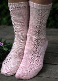 Ravelry: Ristinummi pattern by Joanna Ignatius Loom Knitting Patterns, Knitting Stitches, Knitting Socks, Hand Knitting, Knitting Tutorials, Knitting Machine, Stitch Patterns, Crochet Mittens, Knitted Slippers