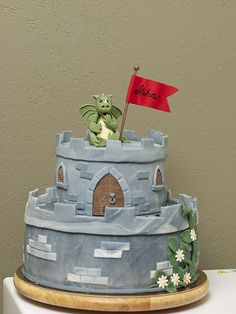 Dragon and castle cake Knight Cake, Knight Party, Castle Birthday Cakes, Castle Party, Dragon Birthday, Dragon Party, Sword Cake, Dragon Cakes, Novelty Cakes