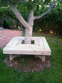 Tree bench, front yard maybe? Backyard Projects, Outdoor Projects, Garden Projects, Tree Bench, Tree Seat, Bench Around Trees, Shade Trees, Shade Plants, Outdoor Living