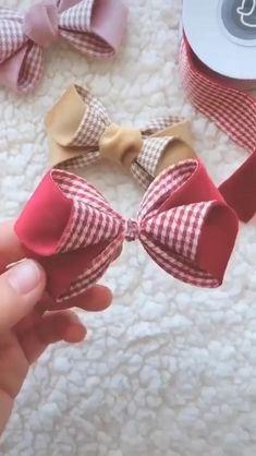 Diy Lace Ribbon Flowers, Diy Ribbon, Ribbon Crafts, Fabric Flowers, Fabric Bows, Making Hair Bows, Diy Hair Bows, Diy Hair Clips, Ribbon Hair Clips