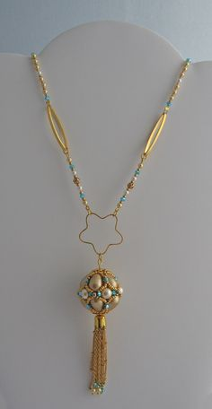 I have made this collar using the Ayshe beaded bead from Sabine Lippert. A gift to my mother.