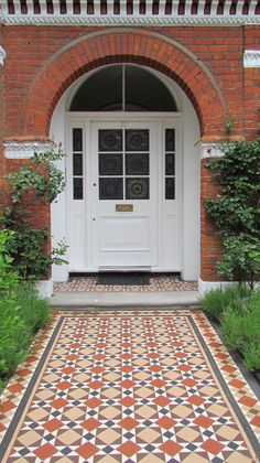 Blenheim pattern Installing Victorian tiles the right way with our handy guide. All you need to know about choosing tiles and fitting them. Victorian Front Doors, Victorian Porch, Victorian Tiles, Victorian Bathroom, Garden Front Of House, House Front Door, House Entrance, Entrance Ideas, Front Path