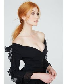 Celebrities being Hot — Katherine McNamara Katherine Mcnamara, Beautiful Red Hair, Most Beautiful Women, Pretty Hair, Red Hair Woman, Girls With Red Hair, Gorgeous Redhead, Redhead Girl, Mannequins